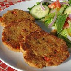 Super Easy Salmon Cakes Recipe - tweeks it along the way :-) Fish Recipes, Seafood Recipes, Vegetarian Recipes, Cooking Recipes, Healthy Recipes, Vegetarian Kids, Seafood Meals, Cooking Fish, Top Recipes