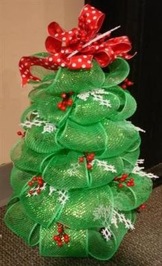 Crafts With Deco Mesh Ribbon | Geo mesh (deco mesh) ribbon tree project | Christmas Tree Crafts
