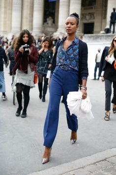 Shala Monroque STRUTTING at Paris Fashion Week #pfw #paris #streetstyle
