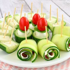 Met deze 3 komkommer hapjes hoef je nooit meer een schaaltje met de saaie plakjes komkommer op tafel te zetten! Ze staan nu online, link in profiel :)