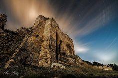 Kapušiansky hrad je zrúcaninou hradu nad obcou Kapušany nad cestou do Bardejova a je situovaná na skalnom výbežku vrchu Zámčisko. Užasná foto od Landcape amateur photography Peter Babej   #praveslovenske #slovensko #slovakia #bardejov #kapusany #hrad #castle #historia #history #historical #ruins #napana #dajtonapana  Na pomerne strmom kopci na mieste starého slovanského hradiska postavili v 13. storočí hrad ktorý mal chrániť kráľovskú cestu vedúcu z Prešova na sever. Jeho prvým majiteľom bol…