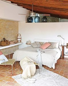 We could make our wall by the bathroom side with partial glass up top. Beautifully restored refuge in Costa Brava