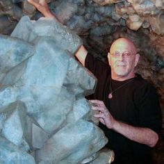 Massive find of Celestite  Google Image Result for http://www.crystalmaster.com/newz05/npix05/puta.jpg