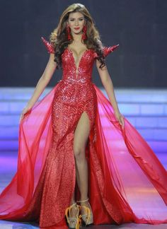 Miss Thailand Earth 2014 Evening Gown: HIT or MISS? http://thepageantplanet.com/miss-thailand-earth-2014-evening-gown/