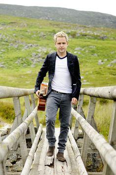 Derek Ryan - Ireland's biggest country star! #countrymusic #irishcountry #ireland #guitar #country #derekryan #music  www.derekryanmusic.com Irish Country Music, Big Country, Library Logo, Lisa Simpson, Ireland, Men's Fashion, Guitar, Posters, Diy