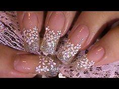 Hoy os dejo un estupendo tutorial sobre el diseño de uñas para Novia. En unos cuantos pasos podremos tener un hermoso diseño