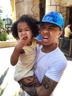 Shad Moss && his daughter! Pose'n!