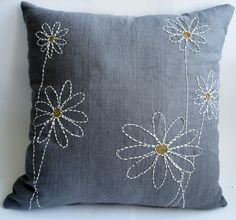 sashiko style stitching on plain grey - elegant pillow Cushion Embroidery, Sashiko Embroidery, Hand Embroidery Designs, Embroidery Patterns, Machine Embroidery, Embroidery Thread, Sewing Pillows, Diy Pillows, Decorative Pillows