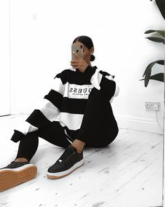 GUESS ORIGINALS OVERSIZED VARSITY STRIPE TEE PC: @katyluise Hipster Outfits, Modern Outfits, Fashion Outfits, Long Sleeve Outfits, Long Sleeve Shirts, Pretty Outfits, Cool Outfits, Guess Clothing, Oversized Long Sleeve Shirt