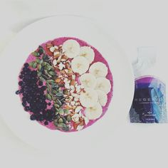 The smoothie bowl looks so yummy. Buy here: earntoday. Anti Aging Facial, Anti Aging Tips, Best Anti Aging, Anti Aging Skin Care, How To Stay Healthy, Healthy Life, Smoothie Bowl, Diy Beauty, Food