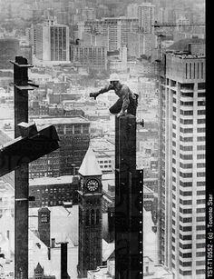 Construction of the Toronto Dominion Centre // Boris Spremo Toronto Skyline, Toronto Star, Toronto Images, Old Photos, Vintage Photos, Illinois, Canada, Famous Places, Historical Pictures