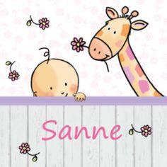 Drieluik geboortekaartje met zigzag vouwwijze. Lief geboortekaartje met meisje en giraf, houten scherm en vrolijke bloemetjes.