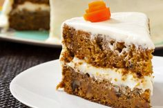 Classic Carrot Cake with Cream Cheese Frosting Recipe from The Boston flour bakery. Köstliche Desserts, Delicious Desserts, Yummy Food, Cupcakes, Cupcake Cakes, Classic Carrot Cake Recipe, Flour Bakery, Bakery Cafe, Cake Recipes