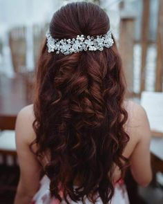 7 Easy-Peasy Bridal/ Bridesmaids Hairstyles You Need To Save Right Now! Indian Bridal Hairstyles, Bride Hairstyles, Woman Hairstyles, Cocktail Engagement Party, Best Bridal Makeup, Bridal Hair Inspiration, Bridesmaid Hair, Hair Lengths, Hair Goals
