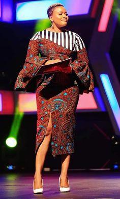 African Maxi Dresses, Ankara Dress Styles, African Dresses For Women, African Attire, African Print Fashion, Africa Fashion, Latest Ankara Gown, Mode Kpop, Fashion Illustration Dresses