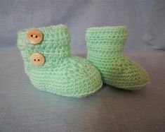 Crochet baby crib boots Crochet Baby Boots, Baby Hacks, Baby Cribs, Green Colors, Baby Toys, Baby Gifts, Boy Or Girl, Dinosaur Stuffed Animal, Etsy Seller
