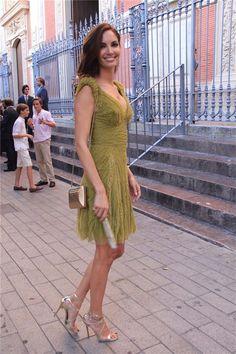 eugenia silva invitada perfecta con vestido verde y complementos en dorado