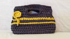 """Borse in fettuccia fatte a mano: """"Autunno"""" è la borsa creata con la fettuccia in lycra grigio e giallo girasole con l'applicazione di una rosa."""