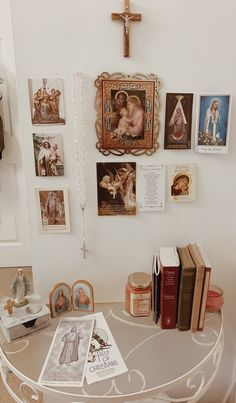 Catholic Catechism, Catholic Prayers, Catholic Saints, Home Altar Catholic, Catholic Wallpaper, Prayer Corner, Vintage Holy Cards, Special Prayers, Christian Wallpaper