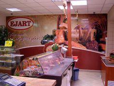 Reklama na ścianie sklepu mięsnego