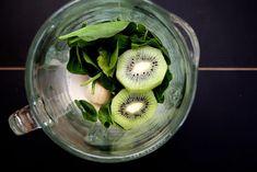 Spinach, Kiwi & Chia Seed Smoothie by joythebaker #Smoothie #Green #Spinach #Kiwi