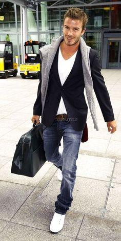 Inspiración con uno de los hombres más estilosos,  Outfit básico pero elegante y para cualquier ocasión. #outfit #cómodo #jeans #moda #hombre #DavidBeckham
