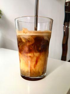 Coffee Cafe, Iced Coffee, Healing Camp, Happy Coffee, Caffeine Addiction, Coffee Pictures, Coffee Photography, Coffee And Books, Starbucks Drinks
