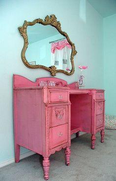 oooh la la - pink vanity