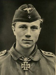 ✠ Franz-Josef Beerenbrock (9 April 1920 – 13 December 2004) RK 06.10.1941 Unteroffizier Flugzeugführer i. d. 10./JG 51 + 03.08.1942 [108. EL] Oberfeldwebel Flugzeugführer i. d. 10./JG 51