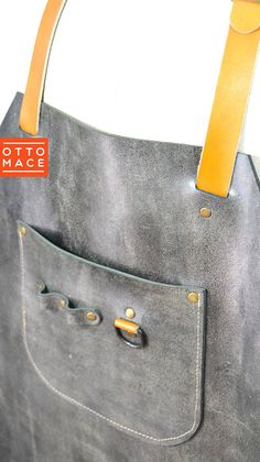AGED LEATHER Apron