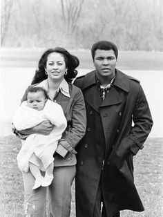 Photographic Print: Muhammad Ali and Family - 1977 Poster by Ozier Muhammad : 24x18in