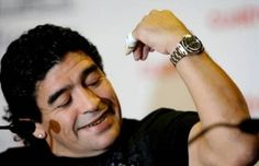 See pictures of Diego Maradona wearing a Rolex Oyster Perpetual Submariner watch. Submariner Watch, Watch Photo, Rolex Oyster Perpetual, Oysters, Celebrity, Celebs, Watches, How To Wear, Cars