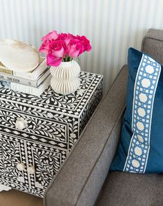 Outstanding home decor advice tips are offered on our internet site. look at this and you wont be sorry you did. Living Room Designs, Living Room Decor, Bedroom Decor, Condo Living, Dining Room, Cute Dorm Rooms, Cool Rooms, Small Space Design, Small Spaces