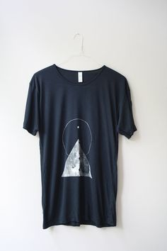 xs / THE PYRAMID N.1  /  new age triangle tee /  dark cloud . white