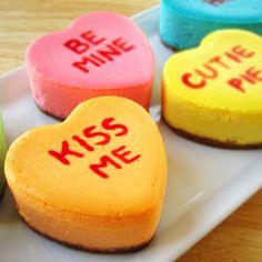 Conversation Heart Cheesecakes | Hungry Happenings | #recipe #valentinesday