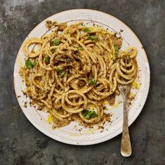 Salad, soup and pasta: Yotam Ottolenghi's parmesan recipes incl Zataar Cacio e Pepe, sprout salad Yotam Ottolenghi, Ottolenghi Recipes, Roasted Sprouts, Sprouts Salad, Baked Beans On Toast, Ramen, Parmesan Rind, Parmesan Recipes, Italian Pasta