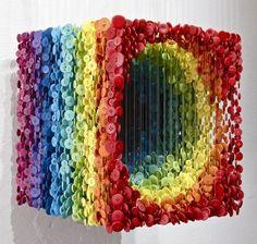 Augusto Esquivel - Escultura com botões coloridos - Comunicadores.info