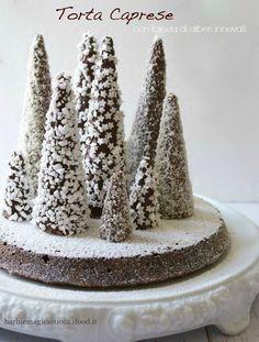 torta caprese con foresta di alberi innevati