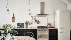 my scandinavian home: A dramatic Swedish space with black walls Kitchen Interior, Scandinavian Kitchen, Interior, Dream Decor, Interior Inspiration, Home Decor, House Interior, Home Kitchens, Interior Design