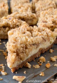 Cream Cheese Crumb Bars - Get all of the wonderful flavors in cheesecake in bar form with these easy Cream Cheese Crumb Bars! Cream Cheese Crumb Bars - Get all of the wonderful flavors in cheesecake in bar form with these easy Cream Cheese Crumb Bars! Köstliche Desserts, Delicious Desserts, Dessert Recipes, Yummy Food, Gourmet Recipes, Cookie Recipes, Cream Cheese Bars, Easy Cream Cheese Desserts, Lemon Cheesecake
