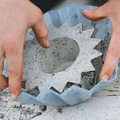 Your Own Concrete Planters Concrete DIY molds, awesome for decks and apartments, or to weigh anything down in the office!Concrete DIY molds, awesome for decks and apartments, or to weigh anything down in the office! Concrete Cement, Concrete Crafts, Concrete Projects, Concrete Garden, Outdoor Projects, Garden Crafts, Garden Projects, Diy Projects, Concrete Planters