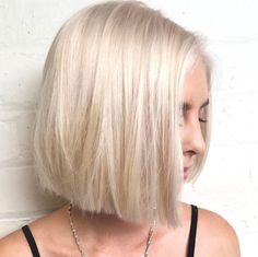 100 Mind-Blowing Short Hairstyles for Fine Hair Platinum Blonde Hair, Platinum Bob, Blonde Waves, Very Short Hair, Brown Blonde Hair, Short Blonde Bobs, Hair Color And Cut, Short Bob Hairstyles, Layered Haircuts