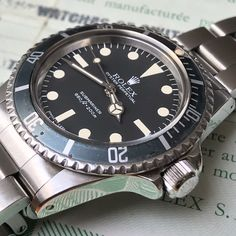 Oh my. This is one nice maxi dialed Rolex Submariner 5513 from 1979 - complete with box and papers... This always brings a problem: keep or sell?