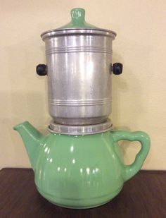 Kahvi-/teepannu 50 luvulta . keramiikkaa ja alumiinia . @kooPernu