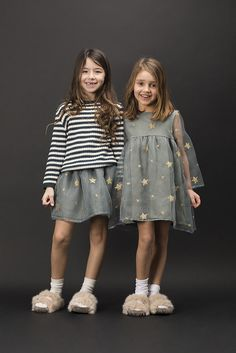 Wear - Douuod Kids Autumn/Winter 2017 -Kids Wear - Douuod Kids Autumn/Winter 2017 - Must Have of the Day: Girls striking dresses by Mi Mi Sol Say boo in pretty dresses, scary T-shirts and spooky prints: thrilling fashion for style-savvy kids. Fashion Kids, Kids Winter Fashion, Winter Kids, Baby Girl Fashion, Look Fashion, Winter 2017, Fall Winter, Fashion Shoes, Outfits Niños