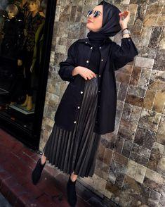 Yeni ceket gömleğimize bayılacaksınız ❤️ 36-42 Siyah haki 69.90₺ Eteğimiz hakidir belli değildir fakat detayda asıl rengini görebilirsiniz 🙏🏻 Deri eteğimiz 36-42 89.90₺ Muslim Fashion, Hijab Fashion, Fashion Outfits, Womens Fashion, Modele Hijab, Casual Hijab Outfit, Muslim Women, Pleated Skirt, Style Inspiration