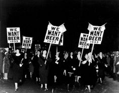 """Women turn out in large numbers, some carrying placards reading """"We want beer,"""" for the anti prohibition parade and demonstration in Newark, N. 1932 The Prohibition Story In Photos Alcohol Prohibition, Prohibition Party, Photos Du, Old Photos, Vintage Photos, Vintage Postcards, Kasimir Und Karoline, Fotografia Social, Art Deco"""
