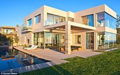 David Beckham's Malibu home - exceptional exteriors for an exceptional personality. The loud design but subtle colours beautifully blend with his backyard.
