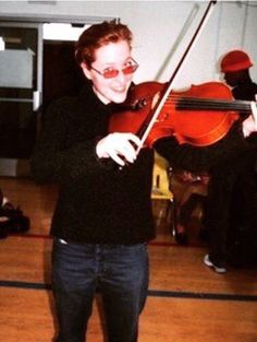 "twilightbritt: "" gillovny1013: ""I'd love to know if she actually plays the violin or if she was just playing around. "" I thought I read somewhere that she did used to play the violin… *goes a'googlin'* Yep! She did used to play!  See #19 at this..."