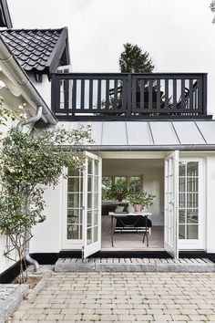 Stunning Farmhouse Cottage Design Ideas And Decor You Are Looking For Outdoor Living Rooms, Living Spaces, Cottage Design, House Design, My Dream Home, Exterior Design, Future House, New Homes, Furniture Stores